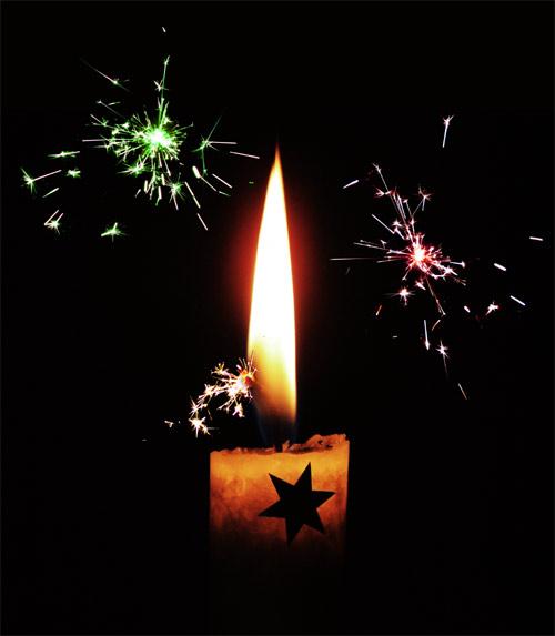 Kerze mit Wunderkerzen