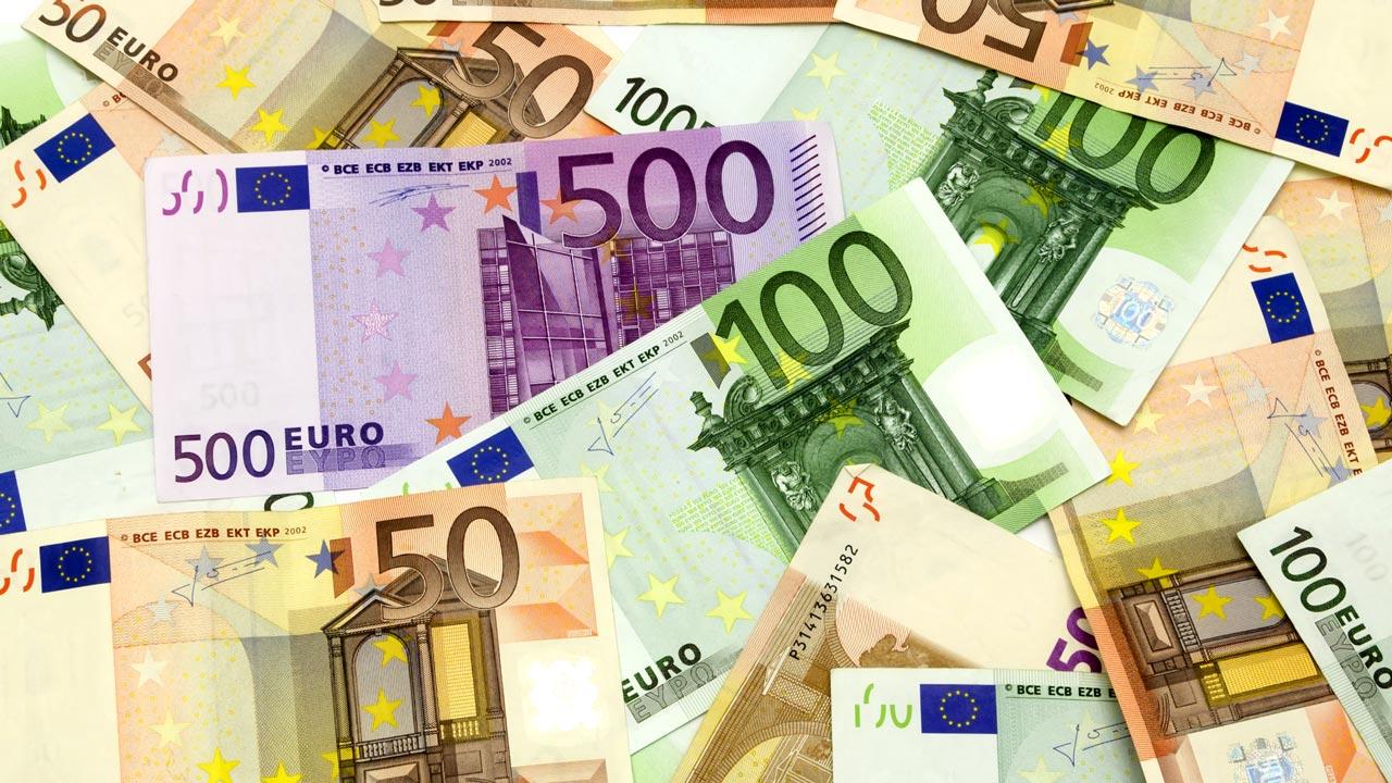 Euro-Scheine – 500€, 100€ und 50€ gemischt